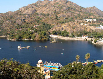 tourist palace in Mount Abu